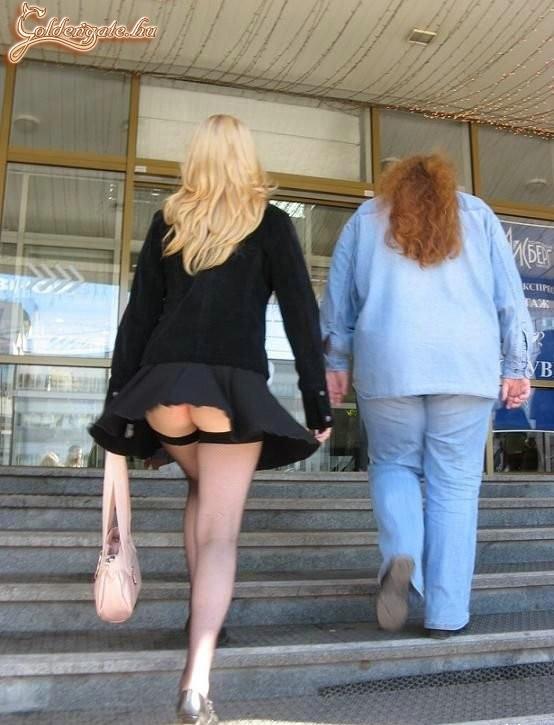 Подсмотры под юбки фото