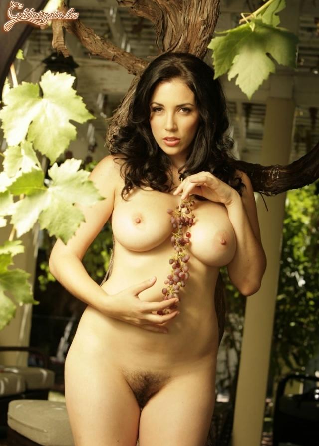 Голая девушка и виноград фото