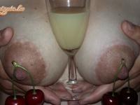 Gyümölcsöstál koktéllal