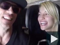 fiatal nászutas pár a repülőről küldött selfije.......